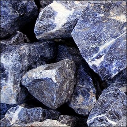 Afbeeldingen van Sodaliet ruw, slijpbaar materiaal per brok 400/450 gram